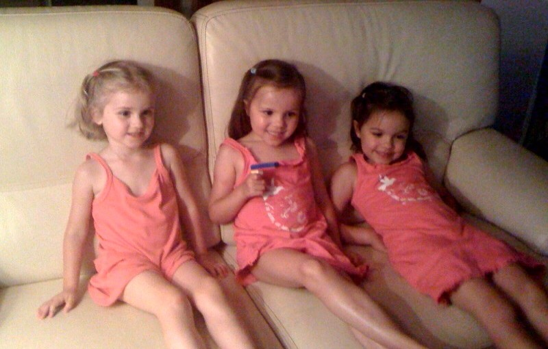 Pink, girls, smiles ! = happy cousines