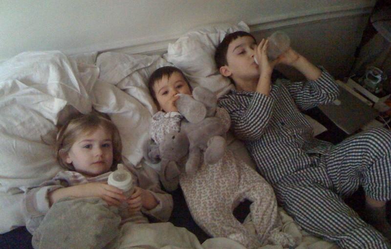Les parents vont devoir acheter un maxi king-size bed !