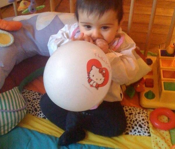 J'ai 11 mois et un beau ballon !!
