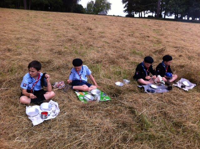 Premier déjeuner au camp