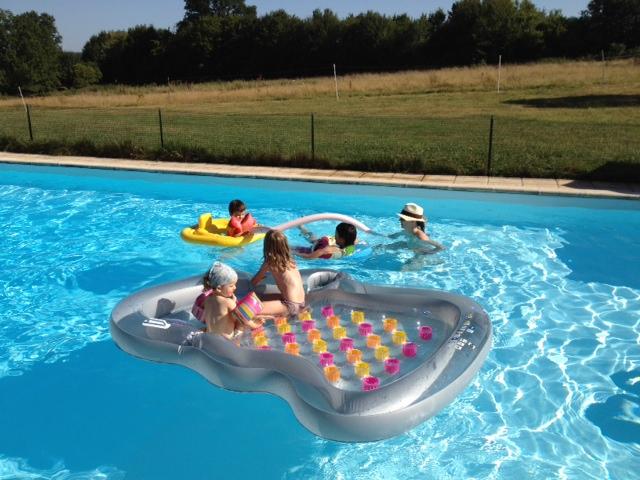 La piscine déborde un peu…
